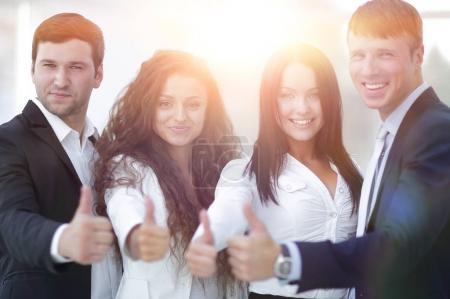 Photo pour Concept de succès. équipe d'affaires triomphante - image libre de droit