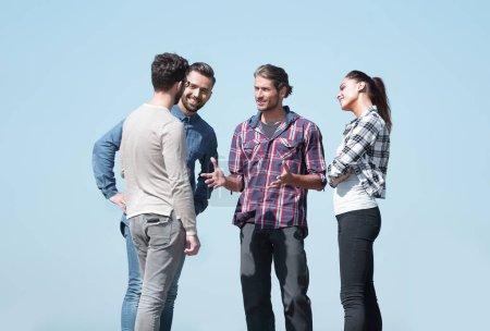 Photo pour Close seup .creative jeunes, discuter de leurs problems.photo avec l'espace de copie - image libre de droit