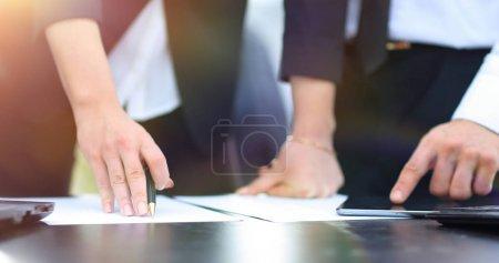 Foto de Closeup.business personas discutiendo concepto documents.business financiera - Imagen libre de derechos
