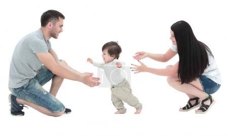 Foto de Linda sonriente bebé aprendiendo a caminar - Imagen libre de derechos