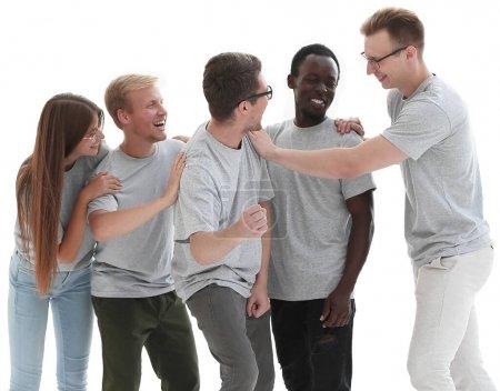 Photo pour En pleine croissance. groupe de jeunes diversifiés en t-shirts identiques. isolé sur fond blanc - image libre de droit