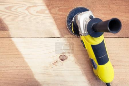 Sanding wood with angle grinder
