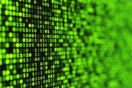 Photo pour Fond numérique binaire vert abstrait avec effet bokeh. Graphiques informatiques abstraits . - image libre de droit