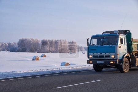 Грузовик КамАЗ на дороге М52