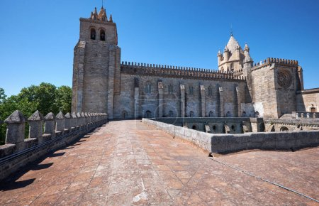 The view of Cathedral (Se) of Evora from the roof of the cloiste