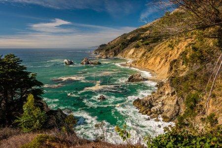 Photo pour Paysage de plage de la côte du Pacifique, Julia Pfeiffer Burns State Park, Californie . - image libre de droit