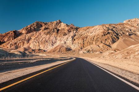 Photo pour Autoroute ouverte dans le parc national de Death Valley, Californie, États-Unis - image libre de droit