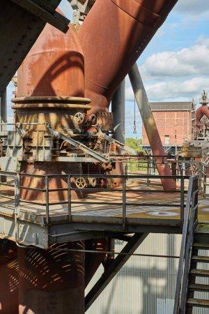 Photo pour Usine industrielle de Duisbourg (Allemagne). Parc public Landschaftspark, point de repère et attraction touristique. - image libre de droit
