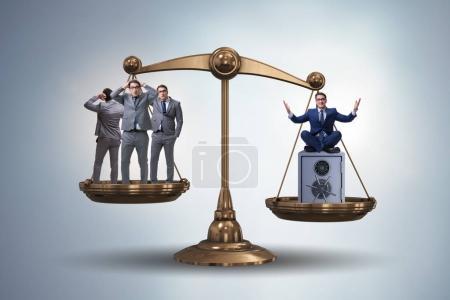 Photo pour Différence entre le concept de riches et de pauvres - image libre de droit