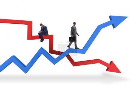 Photo pour Homme d'affaires avec des graphiques de croissance et de déclin - image libre de droit