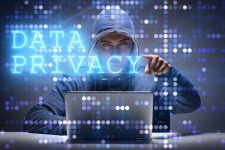 Foto de Concepto de privacidad de datos con hacker robar información personal - Imagen libre de derechos