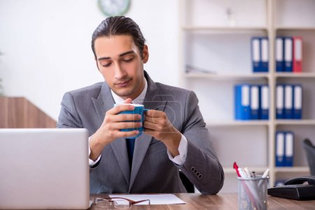 Photo pour The unhappy male businessman in the office - image libre de droit