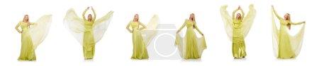 Photo pour La jeune femme en élégante longue robe verte isolée sur - image libre de droit