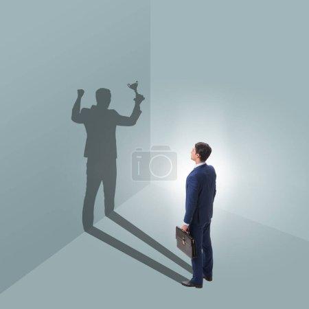 Photo pour L'homme d'affaires en grand concept de réalisation - image libre de droit