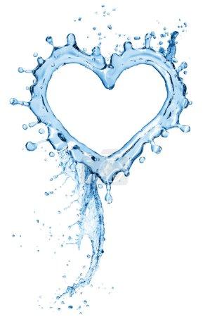 Photo pour L'eau éclabousse sous la forme d'un cœur. Isolé sur fond blanc. Rendu 3d - image libre de droit