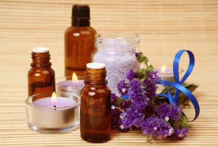 Photo pour Objets pour aromathérapie et massage - image libre de droit
