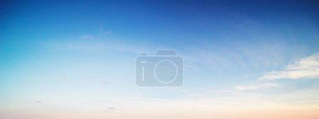 Photo pour Belle matinée de ciel. Contexte d'été - image libre de droit