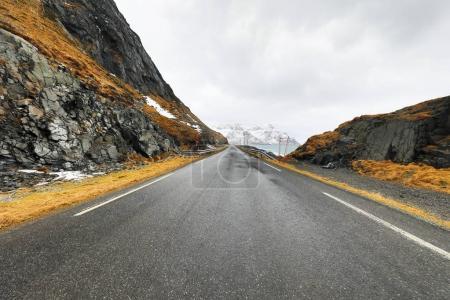 Photo pour Montagne Norvège route et paysage pittoresque des îles Lofoten . - image libre de droit
