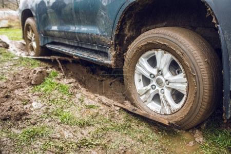 Jeep wheels stuck in the dirt.