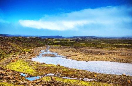 Malowniczy krajobraz góry rzeka z tradycyjnych natur
