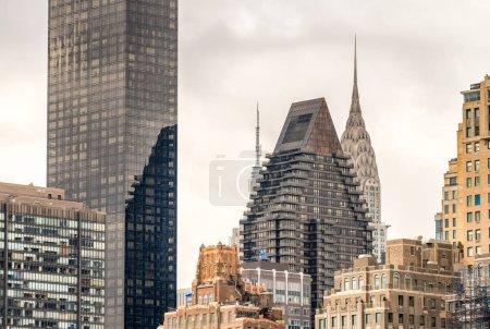 Photo pour Immeubles de Manhattan vu de Roosevelt Island, à New York - image libre de droit