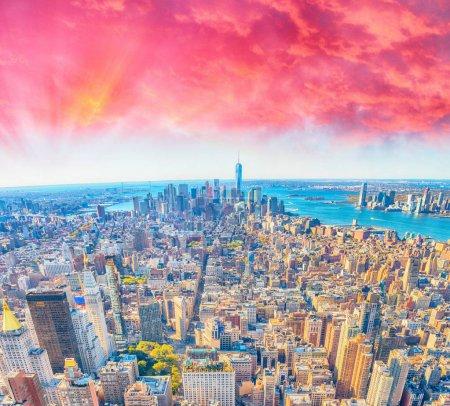 Photo pour Coucher de soleil vue de New York Skyline. - image libre de droit