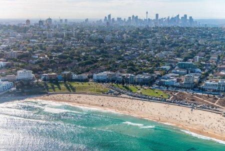 Photo pour Bondi Beach depuis l'hélicoptère, Sydney . - image libre de droit