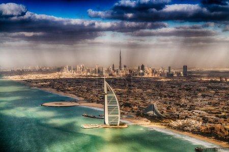 Photo pour Belle vue aérienne du littoral de Dubaï, Émirats arabes unis . - image libre de droit