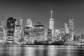 """Постер, картина, фотообои """"Ночная панорама города Нью-Йорка в черно-белом, США."""""""