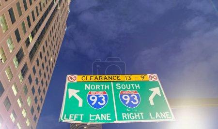 Photo pour Les panneaux de direction Insterstate, concept de trafic et le tourisme. - image libre de droit