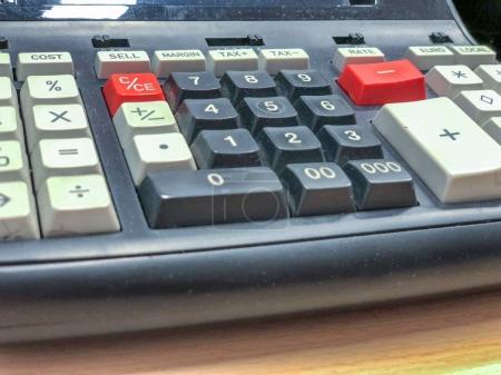 Photo pour Calculatrice à l'ancienne. Concept d'entreprise . - image libre de droit