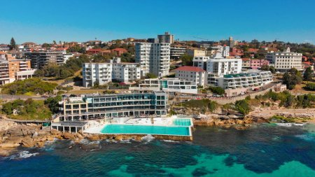 Photo pour Amazing aerial view of Bondi Beach landscape in Sydney, Australia. Drone viewpoint on a sunny morning. - image libre de droit