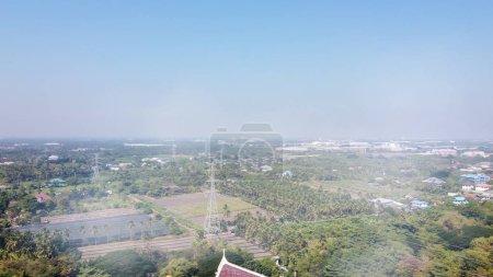 Photo pour Wat Samphran Dragon Temple près de Bangkok, Thaïlande. Vue panoramique aérienne depuis un drone. - image libre de droit