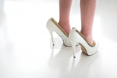 Photo pour Benede dans les chaussures de la mère - image libre de droit