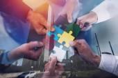 """Постер, картина, фотообои """"Совместной работы партнеров. Концепция интеграции и запуска с кусочки головоломки. двойной экспозиции"""""""