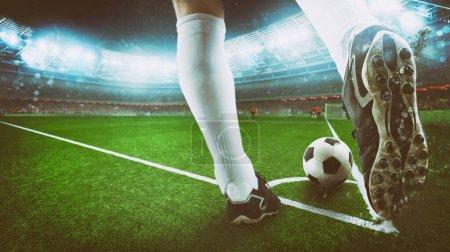 Photo pour Le footballeur donne un coup de pied vigoureux au stade - image libre de droit