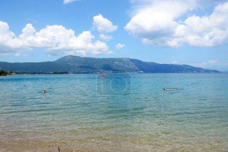 Photo pour La plage est sur l'île de Corfou, Grèce - image libre de droit