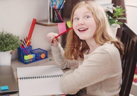 girl teenager draws at home