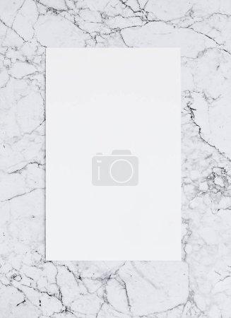 Photo pour Feuille de papier sur marbre vierge. Modèle d'affiche pour le lettrage et le design. Maquette - image libre de droit
