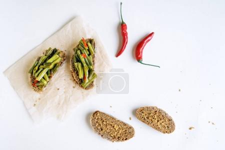 Vegetarian healthy sandwiches with green beans