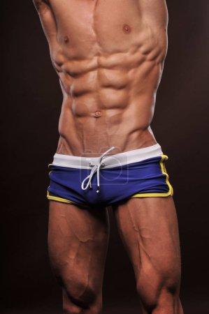 Foto de Torso masculino con abdominales fuertes - Imagen libre de derechos
