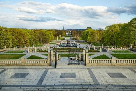 Photo pour Printemps dans le parc Vigeland, Oslo - image libre de droit