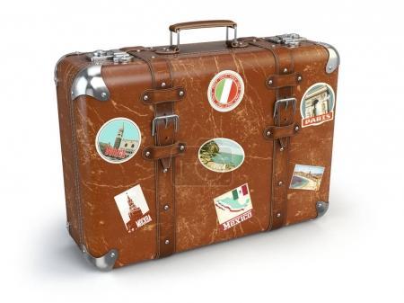 Photo pour Bagages valise rétro avec autocollants de voyage isolés sur fond blanc. Illustration 3d - image libre de droit