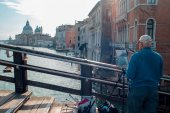 VENICE, ITALY - OCTOBER 8 , 2017: The artist on the bridge of Academy, makes a watercolor painting