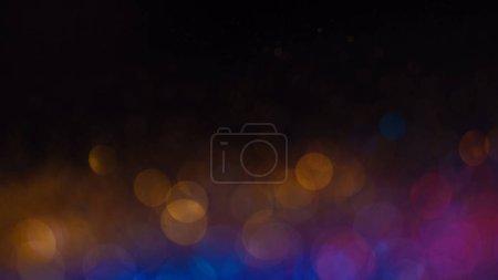 Foto de Luminoso brillo multicolor en enfoque y fuera de enfoque, fondo brillante abstracto. Historia mágica multicolor. - Imagen libre de derechos