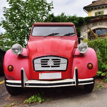 Oldtimer Citroen 2CV6 in Vitznau, Switzerland
