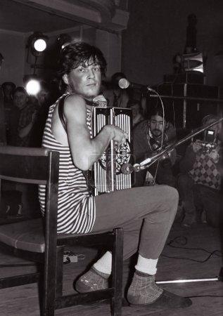 """Photo pour MOSCOU, RUSSIE - 18 FÉVRIER : Les performances du groupe rock """"Nol"""" au Club MEI, chef de groupe Fedor Chistyakov. Moscou le 18 février 1989, Russi - image libre de droit"""