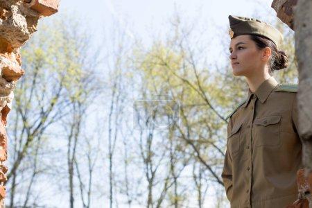 Photo pour Portrait d'une femme militaire russe - image libre de droit