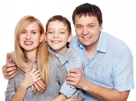 Foto de Familia feliz con niño aislado sobre fondo blanco. padres con el hijo studio tiro - Imagen libre de derechos
