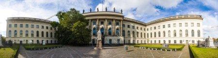 Photo pour Université Humboldt de Berlin est l'une des plus anciennes universités d'Allemagne, fondée sur l'Université de Berlin par le réformateur éducatif libéral prussien et linguiste Wilhelm von Humboldt . - image libre de droit